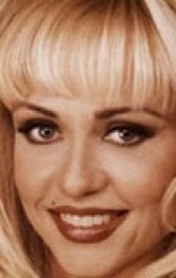 Actress, Producer, Composer Linnea Quigley - filmography and biography.