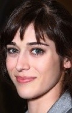 Actress, Producer Lizzy Caplan - filmography and biography.