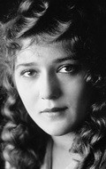 Actress, Director, Writer, Producer Mary Pickford - filmography and biography.