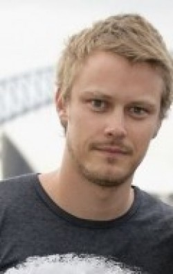 Actor Michael Dorman - filmography and biography.