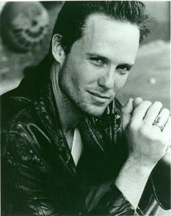 Dean Winters - best image in filmography.