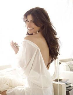 Idina Menzel - best image in biography.