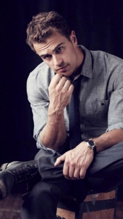 Theo James - best image in biography.